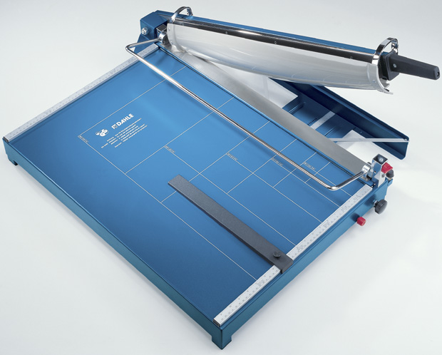 Dahle Premium Series Guillotine: 21 1/2 Inch Cut Length
