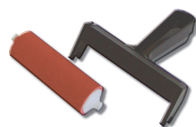 "Inovart Snap Out 6"" Hard Rubber Brayer"